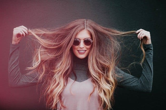 como aplicar serum en el pelo
