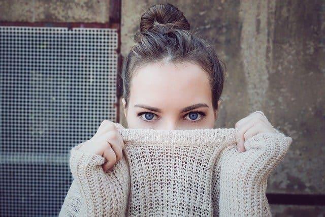 mujer cosmetica cremas serum